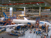 Boeing_787_9_assembly_1