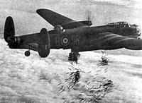 Lancaster_I_NG128_Dropping_Load_-_Duisburg_-_Oct_14_-_1944_1_wikimedia