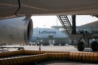 Lufthansa_at_gate