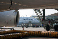 Lufthansa_at_gate
