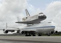 Discovery_747_NASA_lo