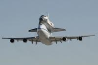 Endeavour_747_NASA_lo