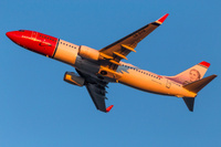 Norwegian_737_sunset