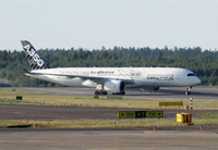 A350_HEL_taxi_1