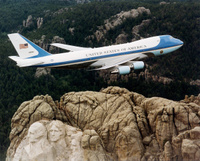 VC25_over_mt_rushmore_1