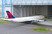 A330-300_242T_Delta_Air_Lines_roll_out_painthall_1