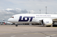 LOT_Dreamliner_closeup_1
