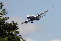 Boeing_787_approach_1