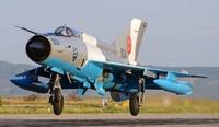 Romanian_MiG21LancerC_laskussa