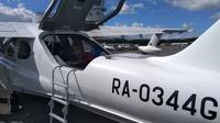 Kulku kahdeksanpaikkaiseen AeroVolga LA-8 -koneeseen on rungon yläpuolisen luukun kautta.