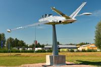 Lentokonepuisto-FM-12-patsas