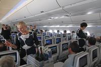 A350_matkustamo_tarjoilua