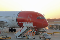 Norwegian_dreamliner_nose_1