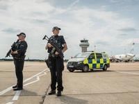 Gatwick_police2