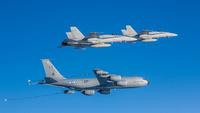 Ilmavoimat_ilmatankkaus_KC135_2xHN
